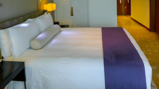 InterContinental Residence Suites Dubai Festival City, Our King Sized bed, sheer luxury