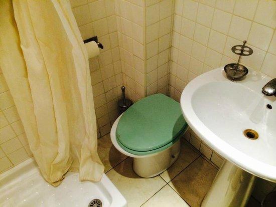 Hotel Saturnia: Baño
