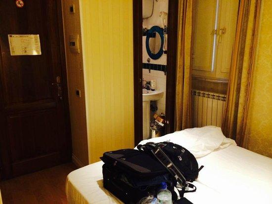 Hotel Saturnia : Habitación
