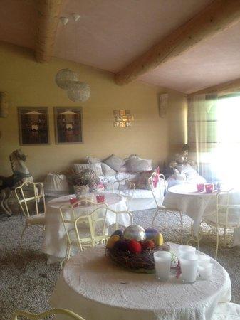 Le Mas du Grand Jonquier : La petite véranda/salle à manger