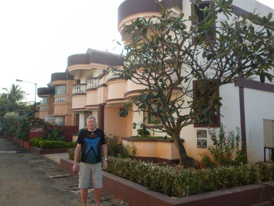 Lotus Beach Resort: Отель снаружи