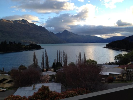 Earnslaw Lodge: Ahhhh, who needs yoga with views like this!