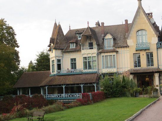 Moulin de Connelles: View of the hotel on arrival