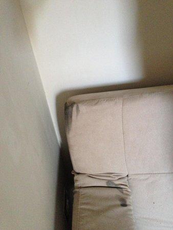 Hotel San Pancrazio: moldy sofa