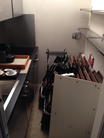 Hotel San Pancrazio: kitchen area in the basement