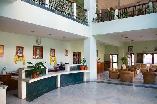 Hotel  Lhaki : Reception