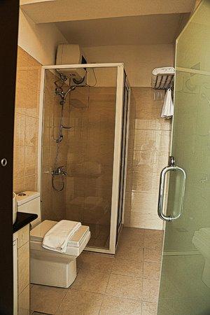 Ceylon City Hotel, Colombo: Bathroom