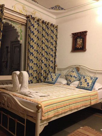 Mewar Haveli: Small but a comfortable room