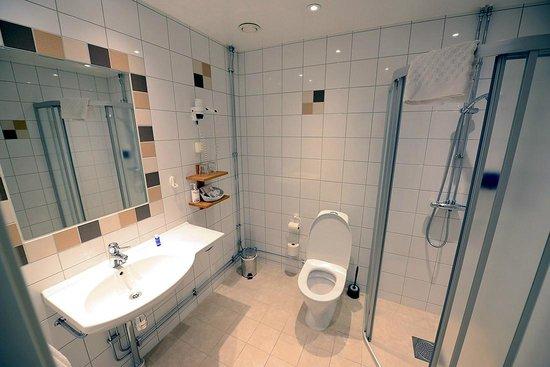 Hotel Vanilla : Cuarto de baño espacioso