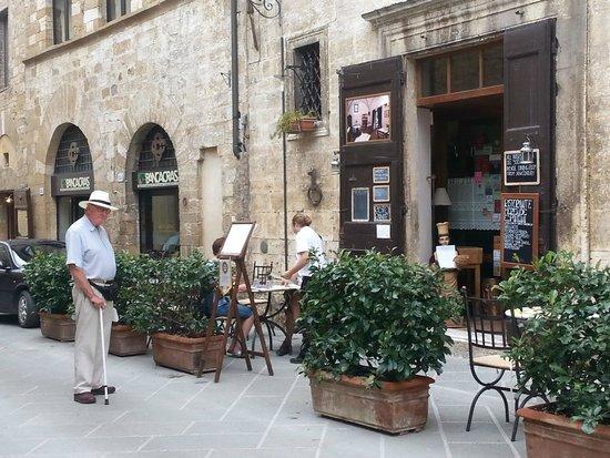Osteria del Cardinale, outside