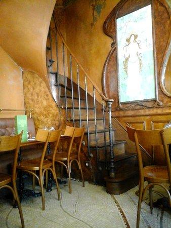 escalier foto de le bistrot du peintre tripadvisor