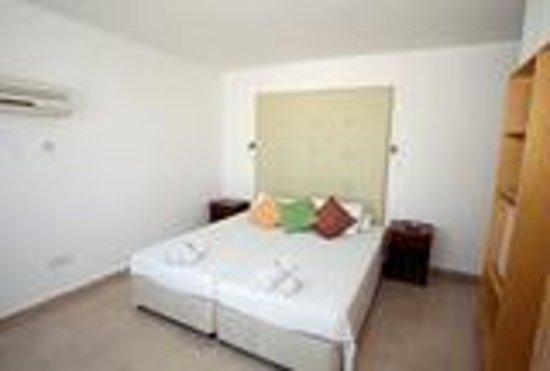 L'eros Hotel: rooms