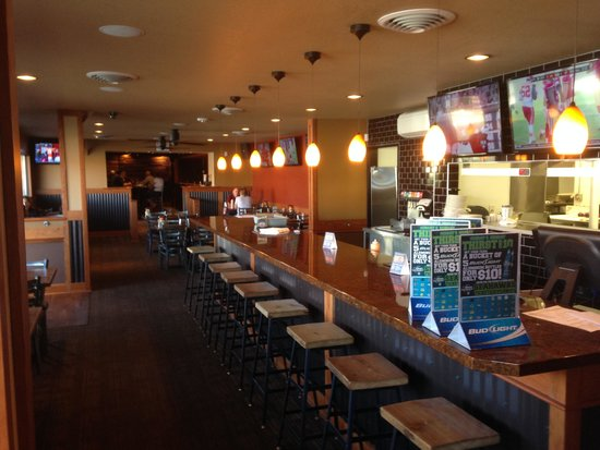 Mac's Bar and Grill : Look from inside