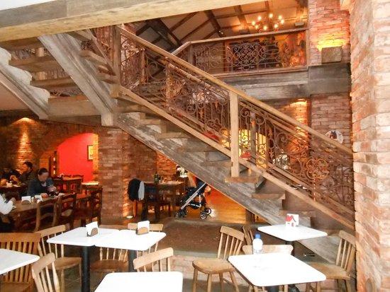 Lá em Casa Restaurante: Dois pavimentos de puro bom gosto