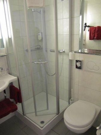 Hotel Derby: the washroom