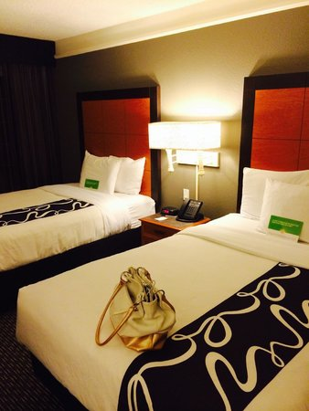 La Quinta Inn & Suites Dallas Addison Galleria : Номер