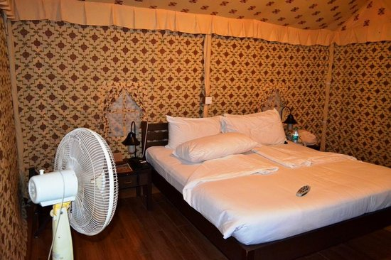Olde Bangalore Hotel & Resort: Comfortable Bed, switch on fans if AC is not required