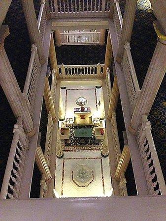 Hotel des Trois Couronnes : Blick in die Lobby