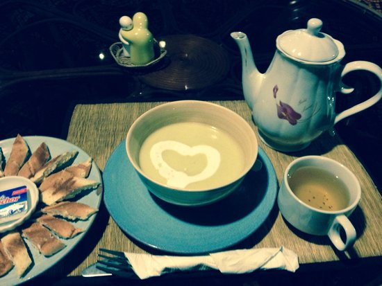 Peace Cafe : Cucumber soup and green tea