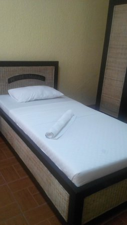 Marlin's Beach Resort: single bed
