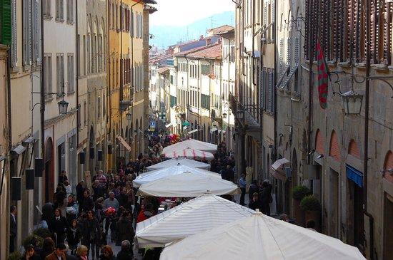 Foto di pino invenrizzi la zia picture of fiera dell for Arezzo antiquariato