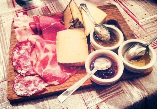I Tri Basei: Tagliere misto salumi, formaggi abbinati a marmellate