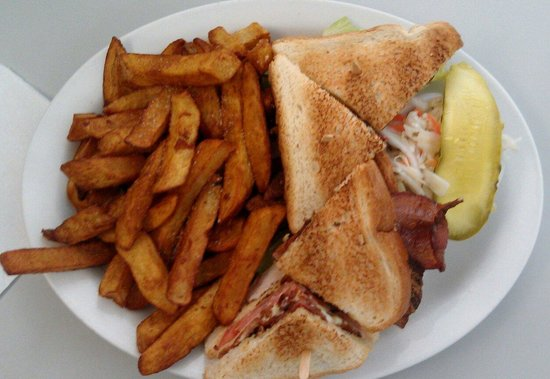 Olympia Restaurant: The delicious California club, excellent fries