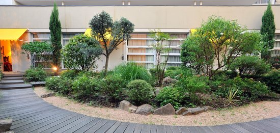 BEST WESTERN Crequi Lyon Part Dieu : Garden