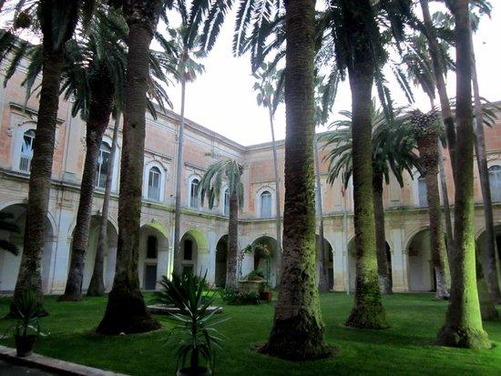 Basilica Santa Maria dei Miracoli : chiostro ex Monastero