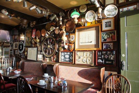 King's Head Deal: bar interior