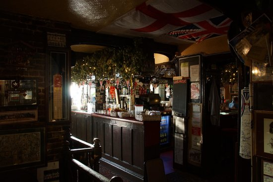 King's Head Deal: bar interior.