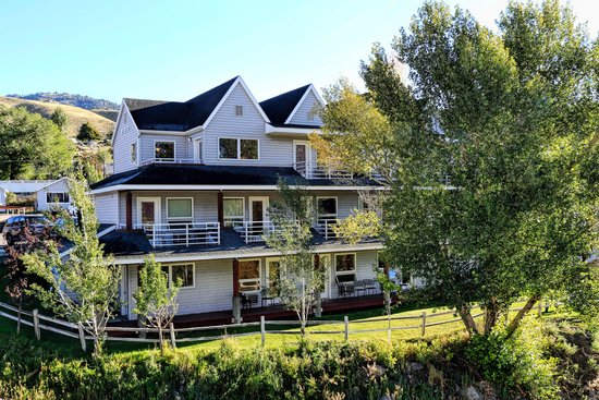 Yellowstone's Absaroka Lodge: The Absaroka Lodge
