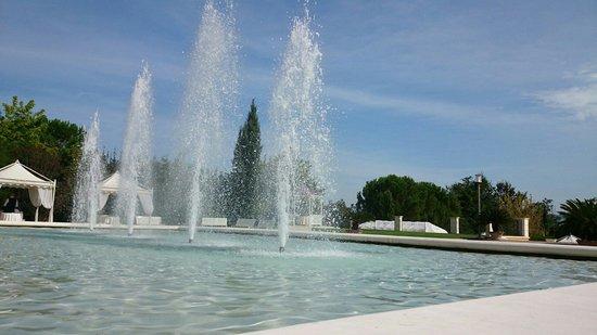 Villa Anton : Le fontane all'ingresso
