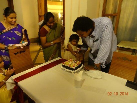 Hotel Krishna Palace: pool side party