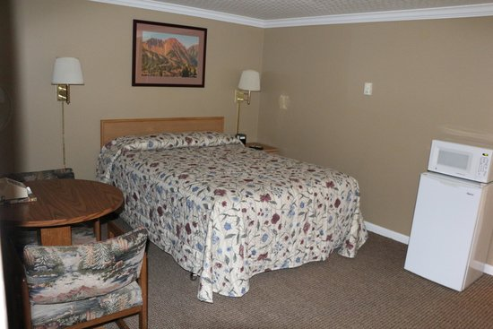 Greybull Motel room