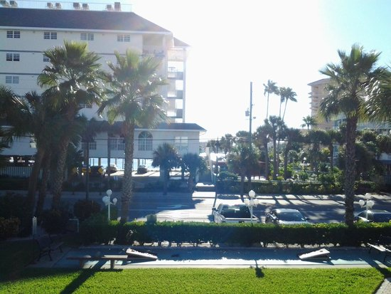 Clearwater Beach Hotel: view towards harbor/marina across the street