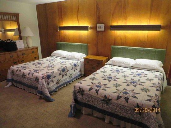 Sleepy Hollow Motel : Classic, clean, motel decor