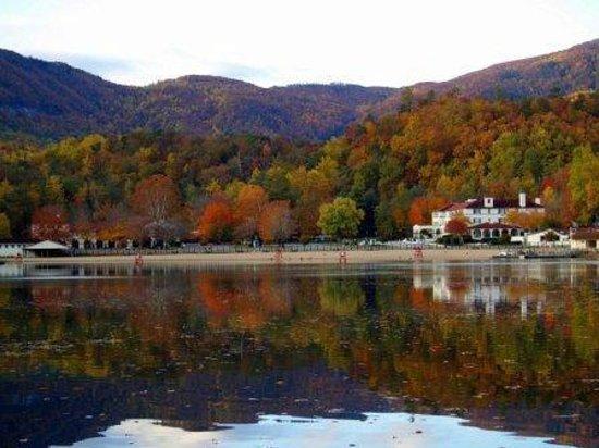 The 1927 Lake Lure Inn and Spa : Fall colors in Lake Lure
