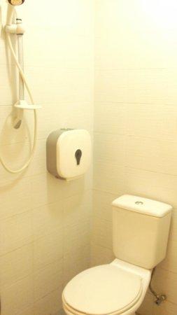 Simms Boutique Hotel: bathroom