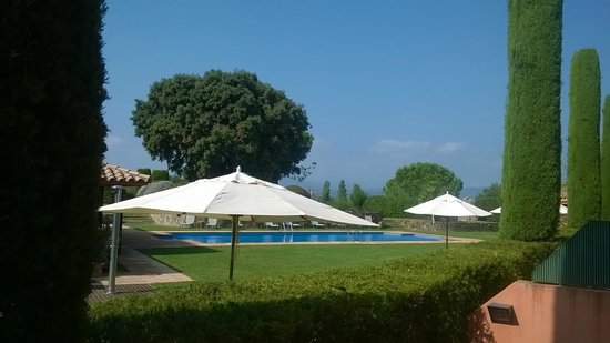 Torremirona Golf & Spa Resort: Piscine extérieure vue de la chambre