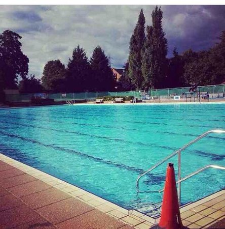 Guildford Lido - Outdoor Pools: Beautiful :)