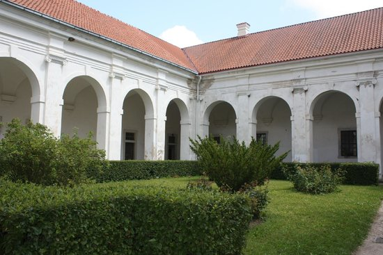 Pazaislis Monastery: Почти итальянский дворик
