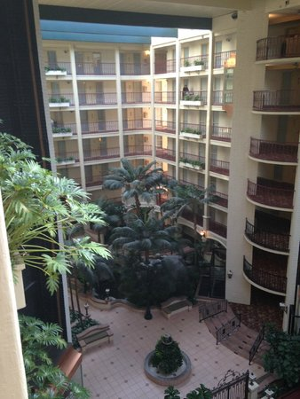 Embassy Suites by Hilton Arcadia Pasadena Area: looking down from the 6th floor