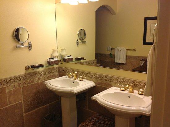 San Luis Creek Lodge: banheiro aconchegante