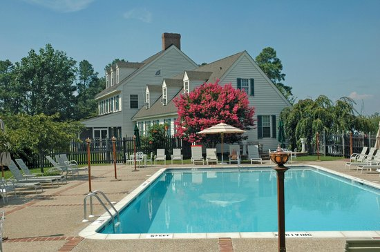 The Inn at Osprey Point: The pool is open May-October