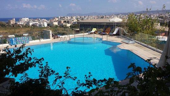 Frida Apartments: Upper Pool area