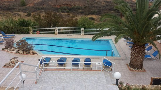 Frida Apartments: Lower pool area