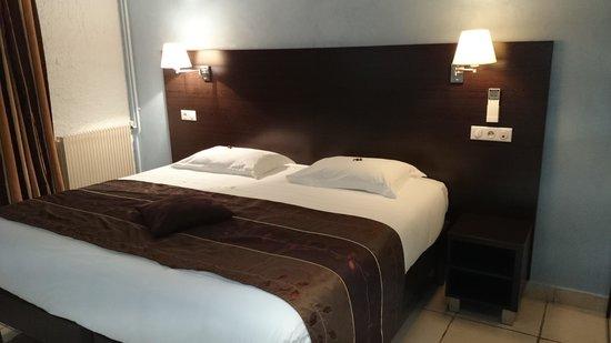 Les Coquelicots Inter Hotel : grande chambre