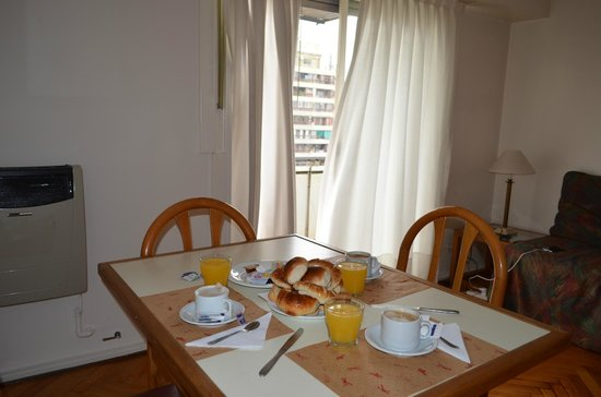 Torre San Jose Apartments: Desayuno en el apartamento