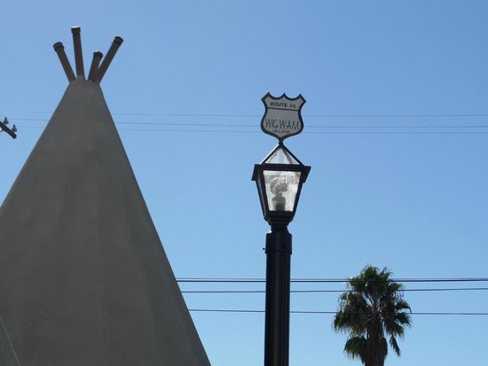 Wigwam Motel : They even put Route 66 signs on top of each wigwam's light post!